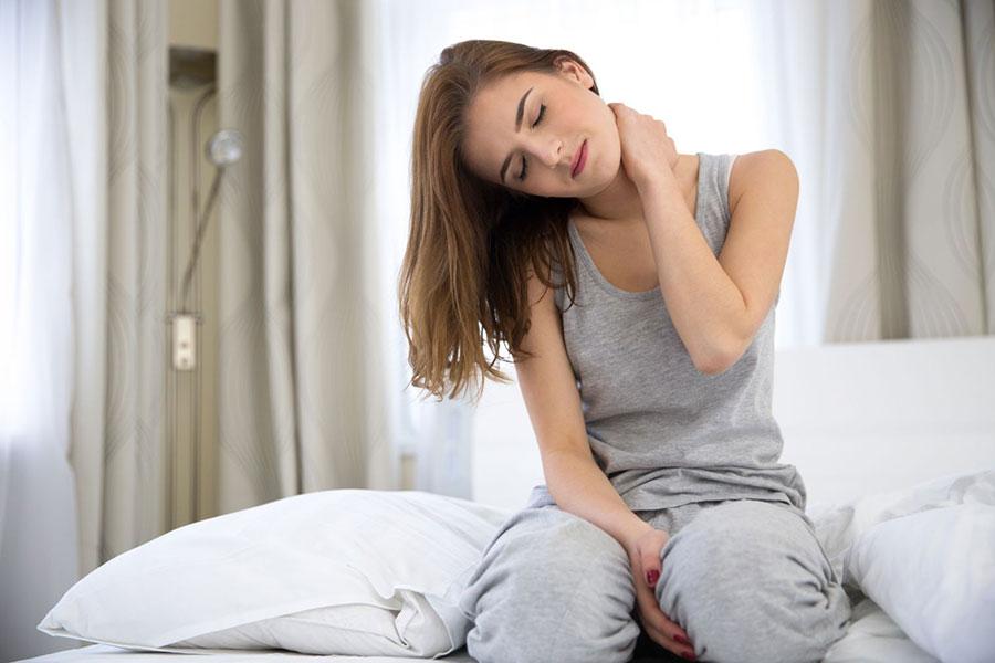 Könnyen okoznak a rossz matracok és párnák hátfájást